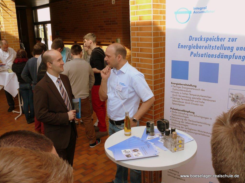 Der Leiter der Wirtschaftsförderung im Kreis Ahrweiler, Hackenbruch, im Gespräch