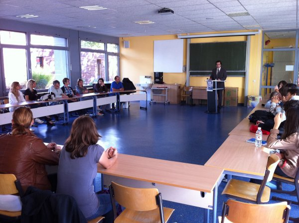 Begrüßung der Gastschüler durch Schulleiter Klaus Dünker