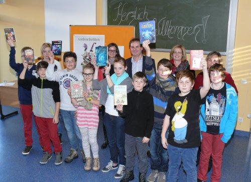 Klassensieger und Jury des schulinternen Vorlesewettbewerbs 2012