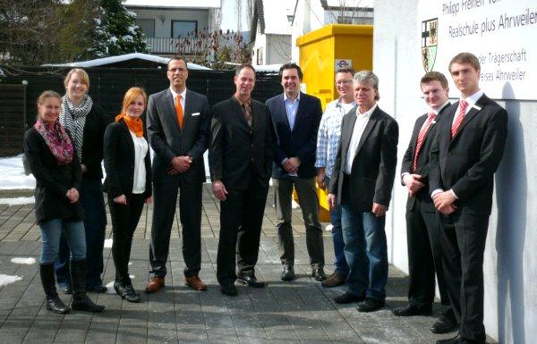 Schulleiter Klaus Dünker und Berufswahlkoordinator Ralf Breuer mit den externen Referenten
