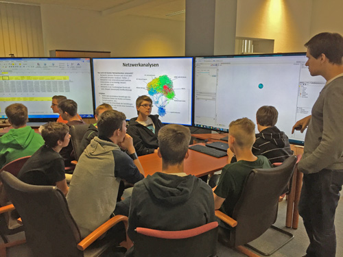 """Mit der Software """"Gephi"""" simulierten die Schüler wissenschaftliche Netzwerke"""