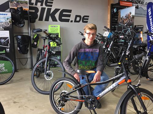Julian Zimmer lernte den Beruf Zweiradmechaniker in der Firma 4theBike kennen