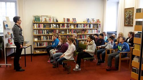 Gisela Franz von der Stadtbücherei Bad Neuenahr erklärte alles rund um die Ausleihe