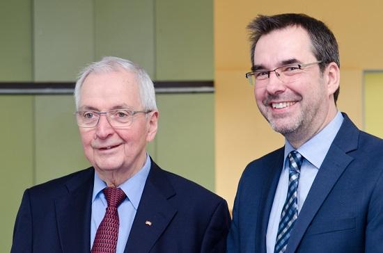 Klaus Töpfer mit dem Schulleiter Klaus Dünker