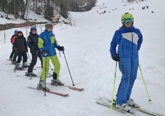 """Noch unten im """"Klausi-Land"""" - die Gruppe von Skilehrerin Johanna Flesch"""