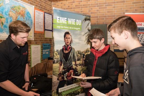 Der ehemalige Schüler Thomas Wershofen stellte die Berufe im Gartenbau vor