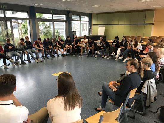 Blick in die Runde der teilnehmenden Boeselager-Realschüler