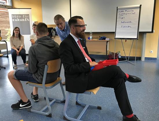 """Michael Hanschmidt (Mitte) vom """"Büro für Zukunft"""" moderierte den Vorbereitungs-Workshop"""