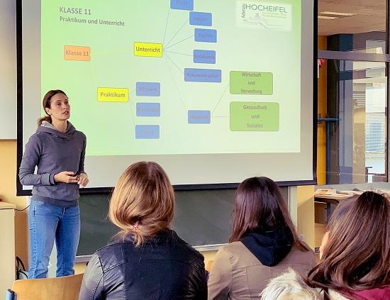 Michaela Riek, der Koordinatorin der Fachoberschule Adenau, informierte über das Angebot der FOS Adenau