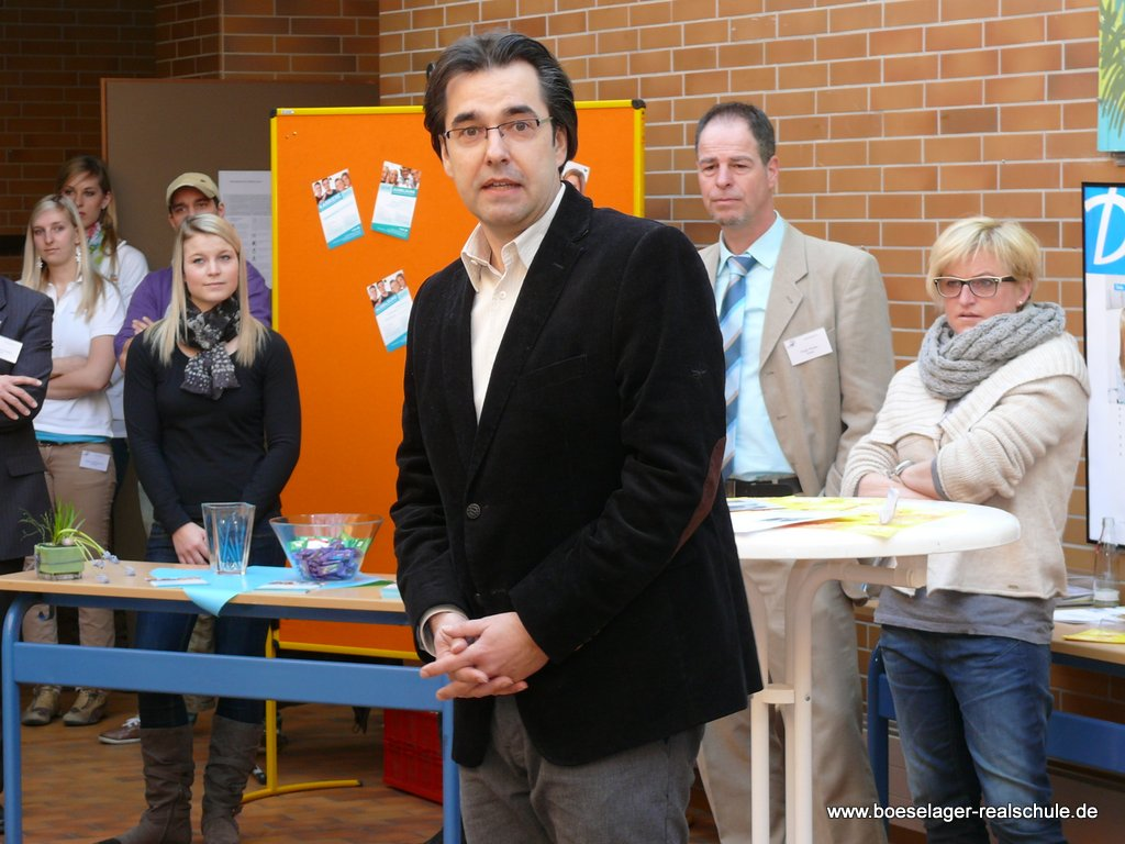 Schulleiter Klaus Dünker bei der Begrüßung