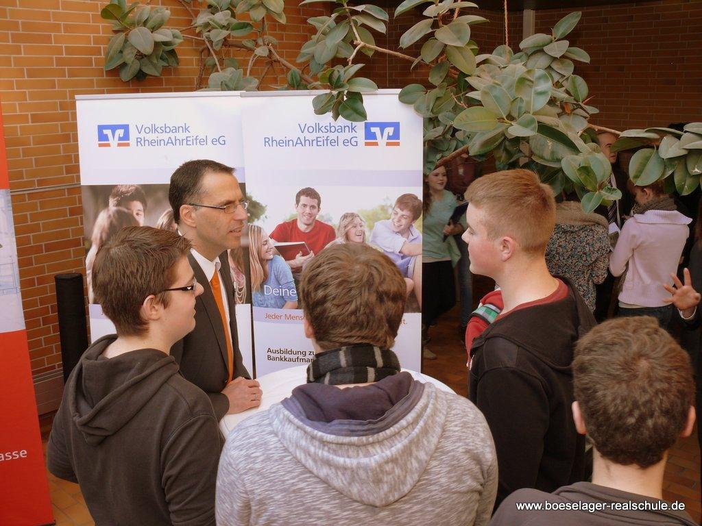 """10. Berufsinfobörse """"Schule trifft Wirtschaft"""""""