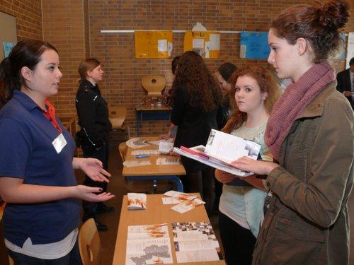 Die ehemalige Schülerin Isabel Cramer berichtete über Ausbildungsmöglichkeiten beim SWR