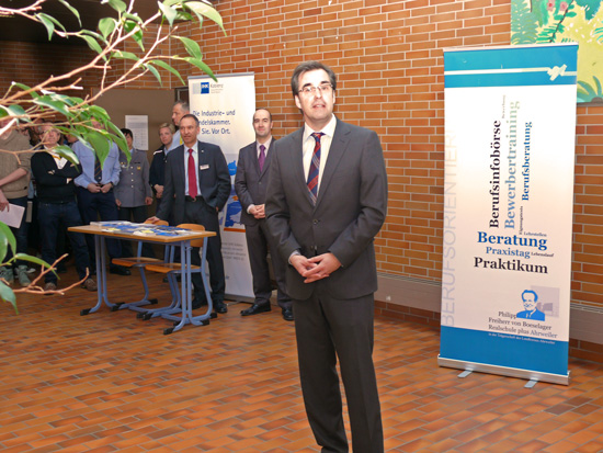 Schulleiter Klaus Dünker eröffnet die 12. Berufsinfobörse