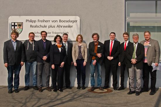 Die Organisatoren, Johannes Morschhausen und Ralf Breuer, mit Schulleiter Klaus Dünker und den externen Experten