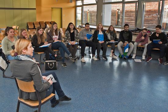 Nadine Giejlo (VEM – Die Arbeitgeber) zeigte den Schülern, wie man sich richtig bewirbt
