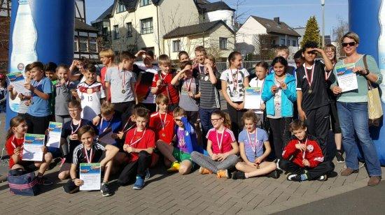 Die beiden erfolgreichen Teams der Boeselager-Realschule zufrieden im Ziel