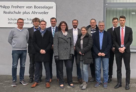 Die Organisatoren Johannes Morschhausen und Ralf Breuer mit Schulleiter Klaus Dünker und den externen Experten