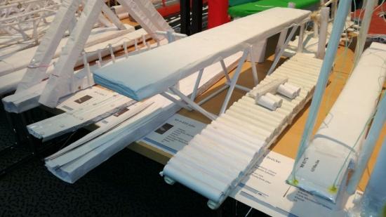 Bau einer Fuß- und Radwegbrücke mithilfe einfachster Materialien