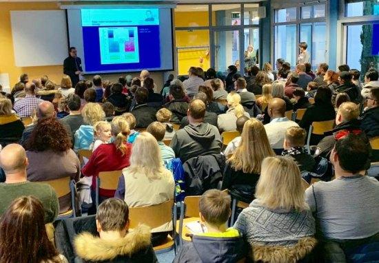 Blick in den sehr gut besuchten Info-Vortrag über unsere Schule