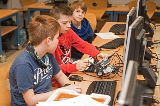 """In der """"Robotics-AG"""" programmieren Schüler Roboter mit viel Spaß auf Grundlage des modernen NXT Legosystems"""