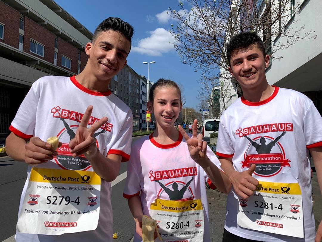 Ilyas, Melina und Hassan sind nach ihren 10 km-Läufen auch glücklich im Ziel:-)