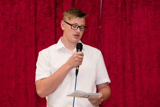 Führten gekonnt durch die Abschlussfeier: Marcel Breuer aus der Klasse 9d und...