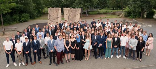 Die 115 Abgänger der Abschlussklassen der Philipp Freiherr von Boeselager Realschule plus Ahrweiler - zum Vergrößern anklicken...