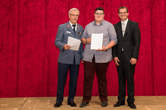 Heribert Gerstenmeyer, Elias Manhillen und Schulleiter Timo Lichtenthäler