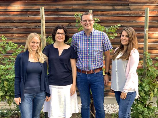 Schulleiter Timo Lichtenthäler mit den Referendarinnen Bettina Lock, Gudrun Lorenz sowie Charlotte Pordzik (v.l.n.r)