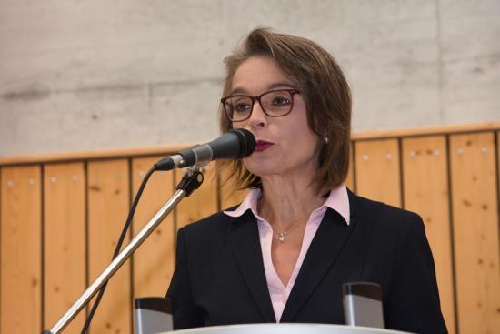 Die stellvertretende Schulleiterin Bettina Lanzerath bei ihrer Begrüßungsrede