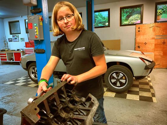 Nick aus der Klasse 9a erhielt in den beiden Wochen Praktikum bei WL Motorsport in Oberzissen Einblicke in den Beruf des Kfz-Mechatronikers