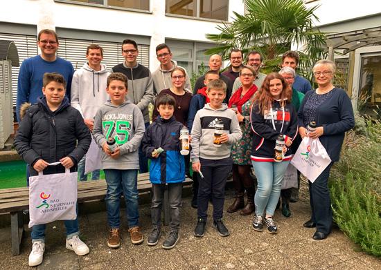 Schulleiter Timo Lichtenthäler gratulierte den aktiven Radlern der Boeselager-Realschule Ahrweiler zu Platz 1 in der Schulwertung und Platz 3 im Gesamtklassement