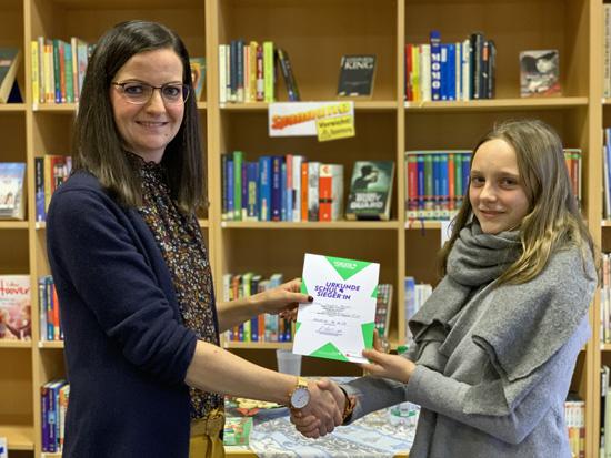 Natalie Hees mit Carolin Heuser, der Schulsiegerin 2019