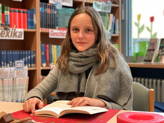 Carolin Heuser aus der Klasse 6e gewinnt den Vorlesewettbewerb 2019 an der Boeselager-Realschule