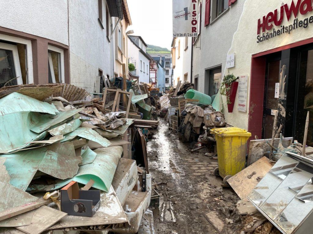 Blick in die Altstadt von Ahrweiler, in der auch viele unserer Schüler leben, nach den ersten Räumarbeiten – © Ralf Breuer